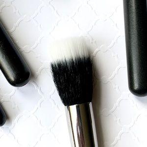 MAC Cosmetics_188 SMALL DUO FIBRE FACE BRUSH